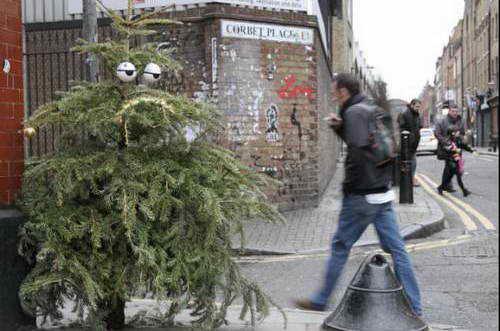 Художник Дин Стоктон придал елке индивидуальность