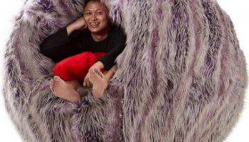 Мохнатое кресло рыба-шар сингапурского дизайнера Джейсона Го для релакса зимой