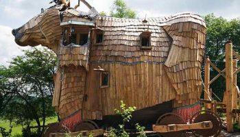 Самый странный отель, где вы можете провести ночь в Троянском коне или с русалкой