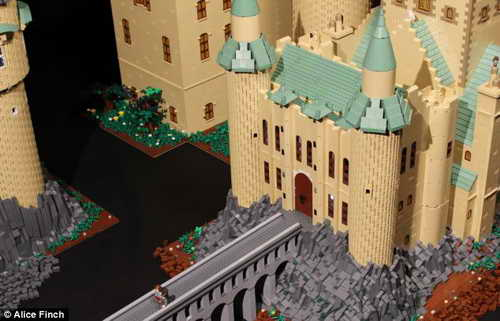 Замок Хогвартса ушло пол миллиона лего