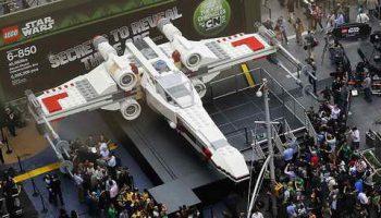 Самую большую модель лего – истребителя X-Wing Звездых Войн – построили в Чехии