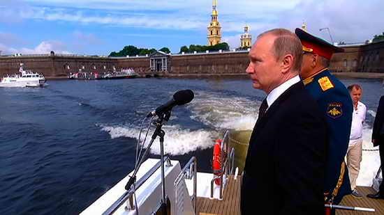 Путин принимает парад в честь Дня ВМФ 2017