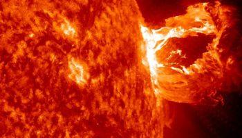 Мощная вспышка на Солнце, чего ждать