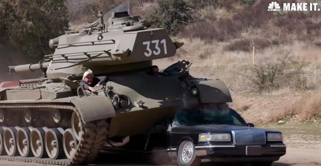 Танк Шварценеггера раздавил лимузин