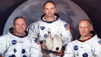 При каком президенте США американцы высадились на Луну
