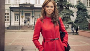 Актриса Настасья Самбурская призвала зрителей сдавать билеты