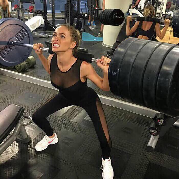 Анна Хилькевич в спортзале