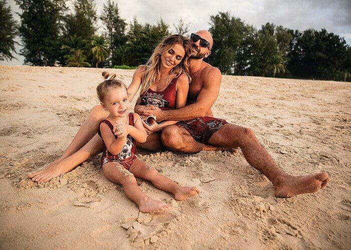 Артур Волков вместе с семьей