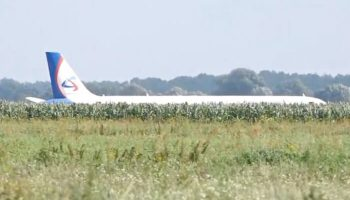 Самолет Airbus A321 «Уральских авиалиний» сел в поле. Видео аварийной посадки