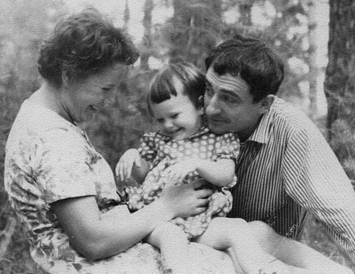 Марк Захаров с семьей