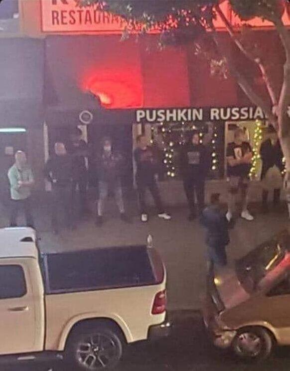 Русские, украинцы и евреи защищают ресторан Пушкин в Сан-Диего